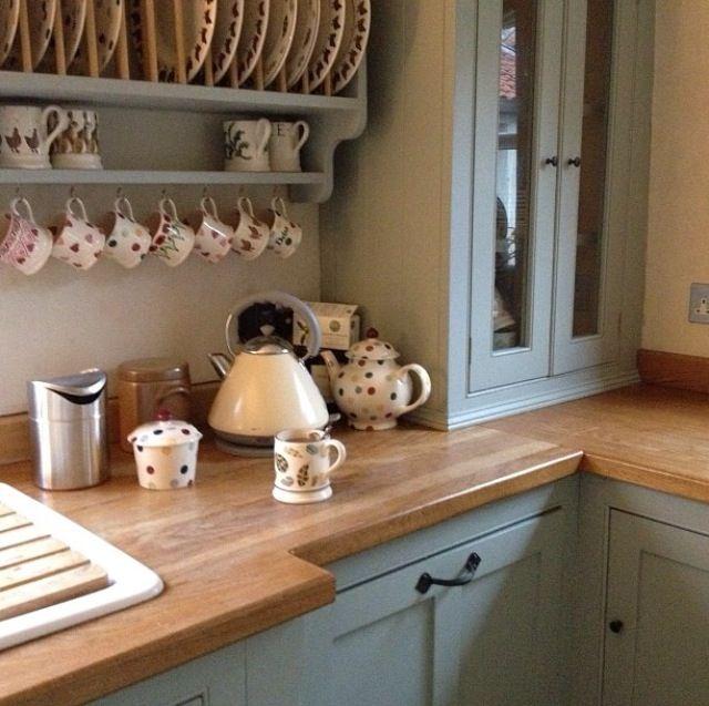 Debbie's kitchen, Emma bridgewater. Speckled Hen and baby mugs.