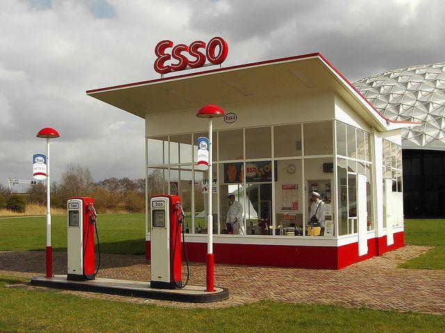 Esso gas station, Raamsdonksveer, NL by Willem Dudok (1954)