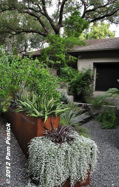 Stylish xeric garden by Sitio Design | Front garden design ...