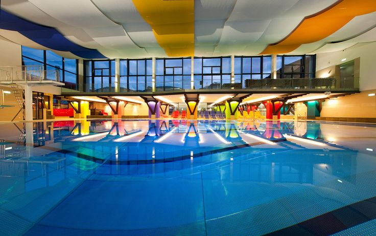 Indoor Swimming Pool With Slides termální lázně st. martins therme und lodge v st. martin, rakousko