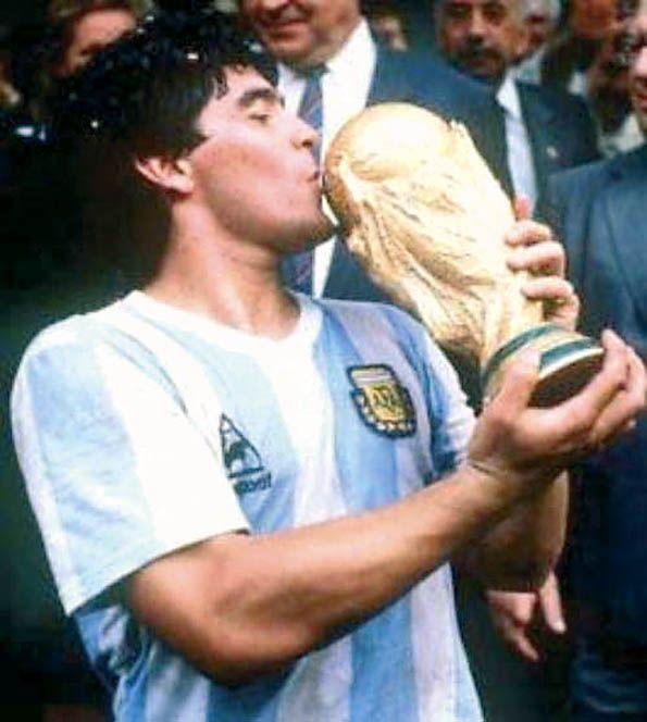 Pelè vs Maradona