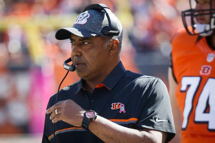 Browns vs. Bengals:     October 23, 2016  -  31-17, Bengals  -     Cincinnati Bengals head coach Marvin Lewis works the sideline in the first half of an NFL football game against the Cleveland Browns, Sunday, Oct. 23, 2016, in Cincinnati.