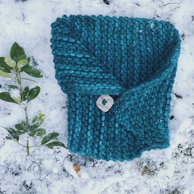 Hello Insta friends!   It finally snowed and I got outside but it's all mushy ice instead of dreamlike flakes. We made 1 tiny snow Angel and  well the other toddler ran all over it in excitement.   So here is my image today it's a @malabrigoyarn Rasta cowl in Teal Feather because you can knit one of these beauties in an evening when the weather tries to catch you off guard.   Ssshazaam giant needles to the rescue!   Has it snowed where you are?   (i didn't cut the plant or Instagram. I found…