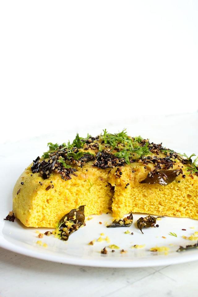 khaman dhokla - savory steamed chickpea flour cake, gluten free & vegan  #khamandhokla #dhokla #dhoklarecipes #gujaratifood #gujaratirecipes