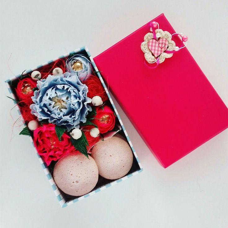 Композиция из конфет с миндальным печеньем https://vk.com/id65355821