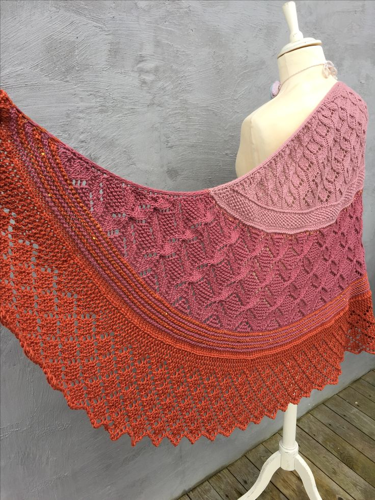 The LACELOVER Shawl by Helle Slente Design | ravelry pattern | knitted lace | knitted shawl
