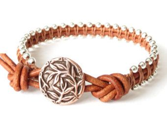 Intricate makrame bracelet with Irish waxed by MirasBeadBoutique