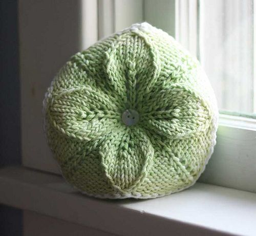 Free Knitting Patterns Cushions : Knitted Pincushion pattern. Crochet and knitting Pinterest Pin cushions...