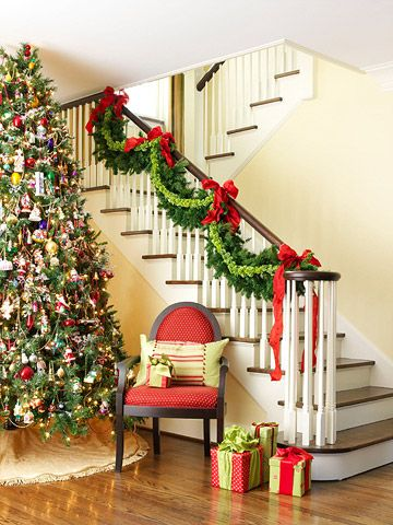 christmas: Christmas Time, Decor Ideas, Decor Christmas Trees, Decoration, Christmas Stairs, Holidays Decor, Christmas Decor, Christmas Garlands, Christmas Staircases
