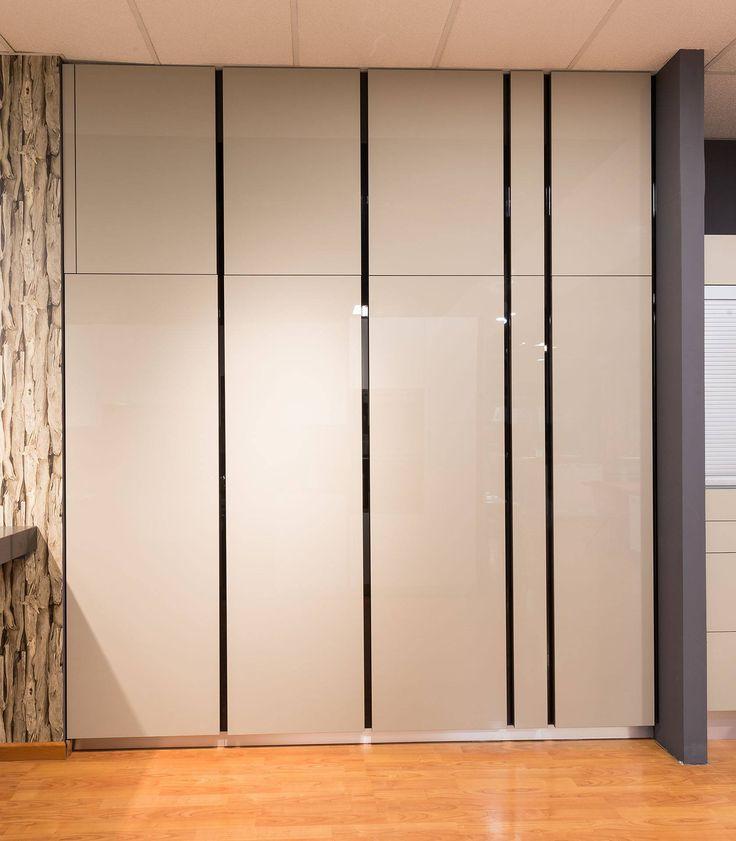 ¿Qué habrá detrás de estos armarios? Pues no te lo puedes ni imaginar. Ven a nuestro showroom de #Getafe y descubre todas las sorpresas que encontrarás en su interior.