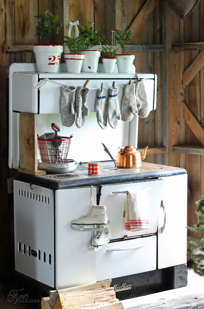 Vintage enamel kitchen wood stove - check out the mitts! This is so adorable.