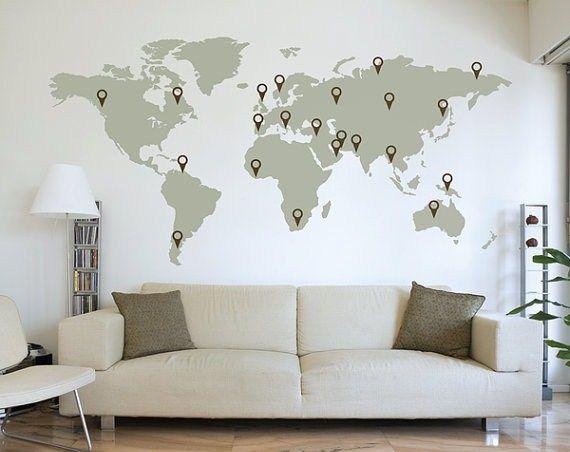 J'ai vraiment une obsession pour les cartes du monde. Quelles soient présentées sur les globes terrestres traditionnels, sur des coussins, des tasses, des tattoos, etc., je les adore! Je les collectionnerais facilement si seulement c'était pratique d'en avoir plusieurs à porter de la main. Peut-être êtes-vous comme moi, mais une carte du monde, ça me(...)