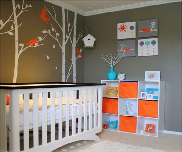 Une très jolie chambre bébé avec des touches de bleue et d'orange. #chambre #bébé #déco
