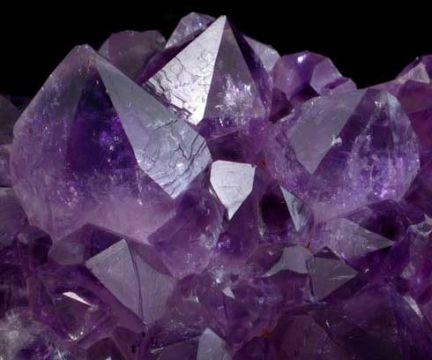 В древнегреческом мифе титанида Рея подарила кристалл #аметиста богу Дионису, чтобы пьющие вино не пьянели.