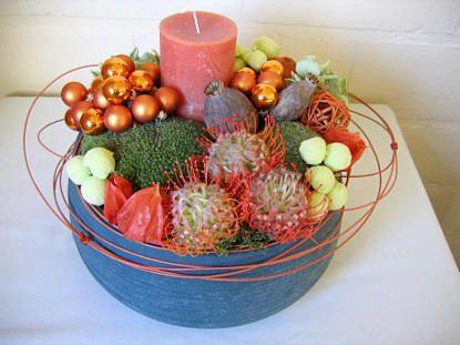 Kerststuk maken met exotische bloemen - kerststuk maken met uitleg en afbeeldingen