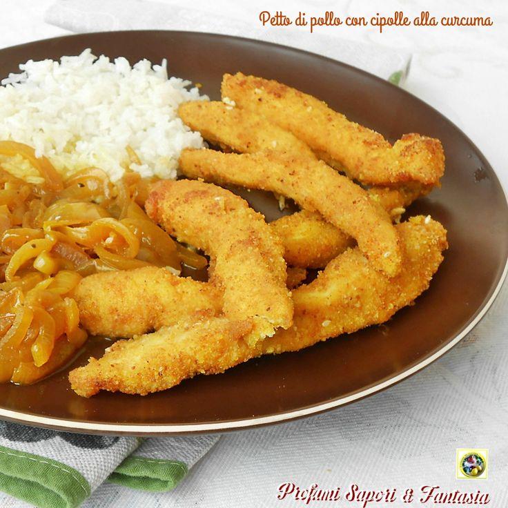 Un piatto unico gustosissimo il petto di pollo con cipolle alla curcuma, una maniera alternativa e saporita per cucinare e servire il pollo.