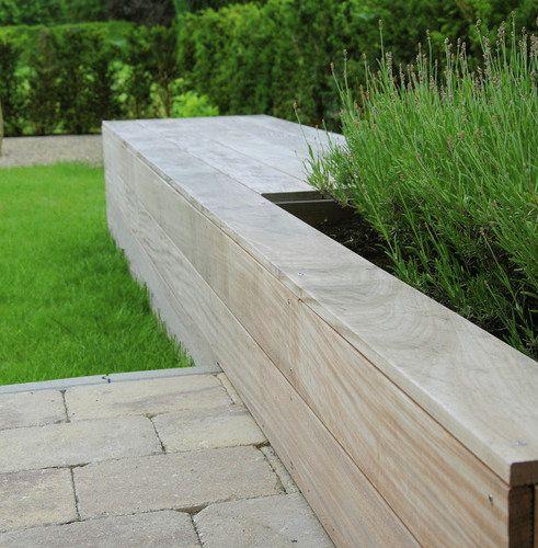 Zitten op maat - Tervuren | architerra tuinarchitectuur | Tof, die combi van bankje en plantenbak voor de voortuin!