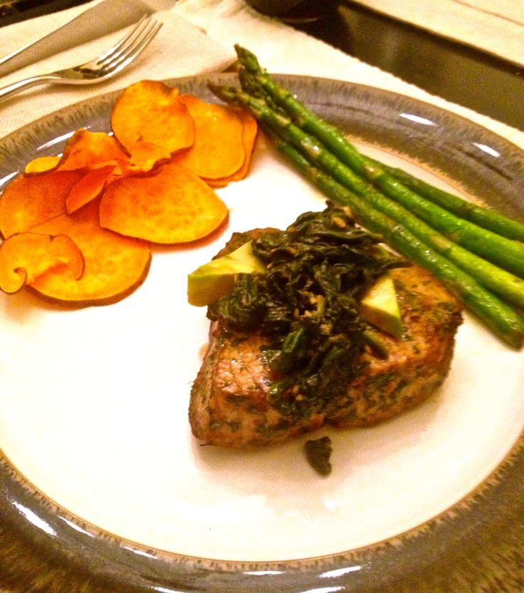 ... .com/2011/12/grilled-citrus-tuna-steak-with-avocado-and-spinach