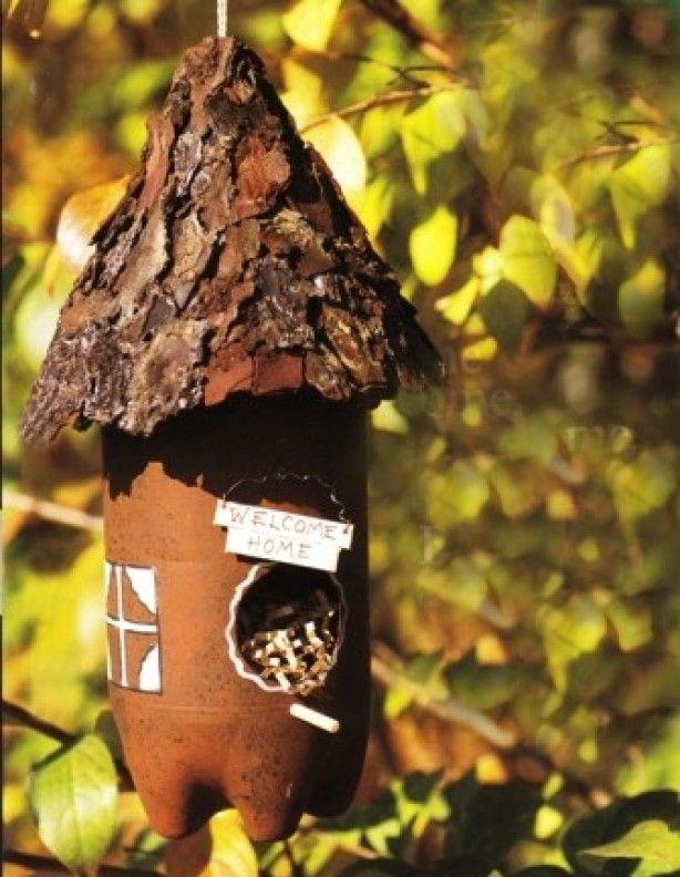 Maak je eigen vogelhuisje van een plastic fles.