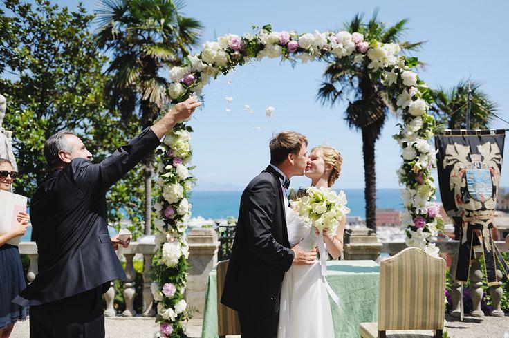 Your wedding in Liguria will be unforgettable and fabulous :) Лигурия один из самых красивых регионов Италии. Уютная вилла усыпанная цветами с панорамной террасой, идеально подойдет для элегантной свадьбы.❤️ Ваши вопросы присылайте на почту infodreamwedita@gmail.com #wedinginitaly #wedingliguria #weddingdestinationitaly #destinationweddingitaly #weddingplanneritaly