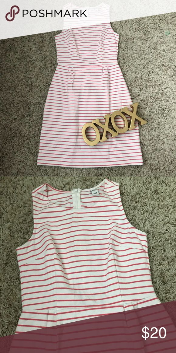 Old Navy Striped Dress Like New Old Navy Striped Dress, with font pockets. Cotton and polyester blend. Old Navy Dresses Midi