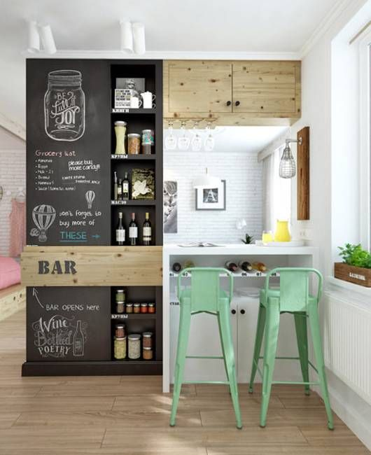 ブラックボードをかわいく活用したキッチン。季節に合わせてデザインも変えてみたら素敵。
