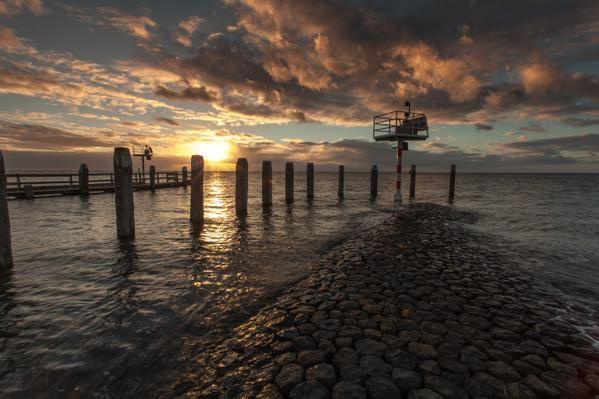 De ingang van de haven van Vlieland, hoog water wat een prachtige foto