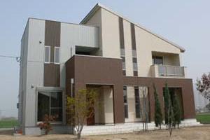 デザイン住宅・パラペット屋根と片流れ屋根使用、印象的なシンプルモダン住宅:佐賀県佐賀市:外観