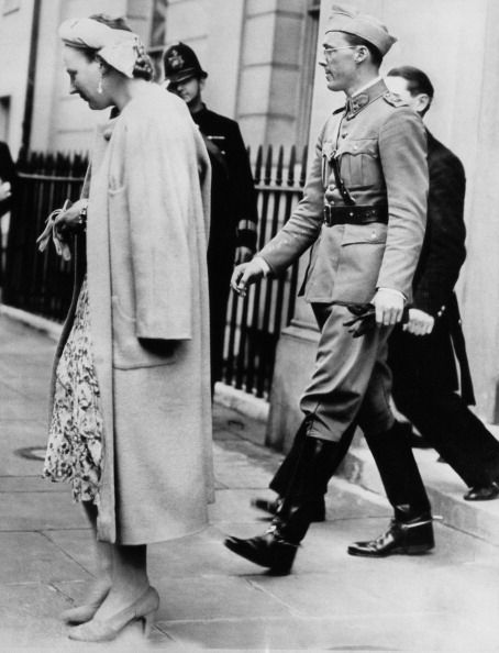 January 1940, London: Princess Juliana of the Netherlands and Prince Bernhard seen leaving a London hotel to go to Buckingham Palace to lunch with the Royal Family. (Keystone/Hulton Archive/Getty Images) #london #war #East_End