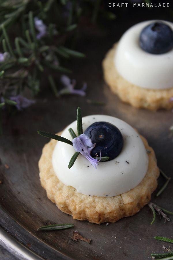 craft marmalade: Panna cotta alla vaniglia, sablè al rosmarino e mirtilli