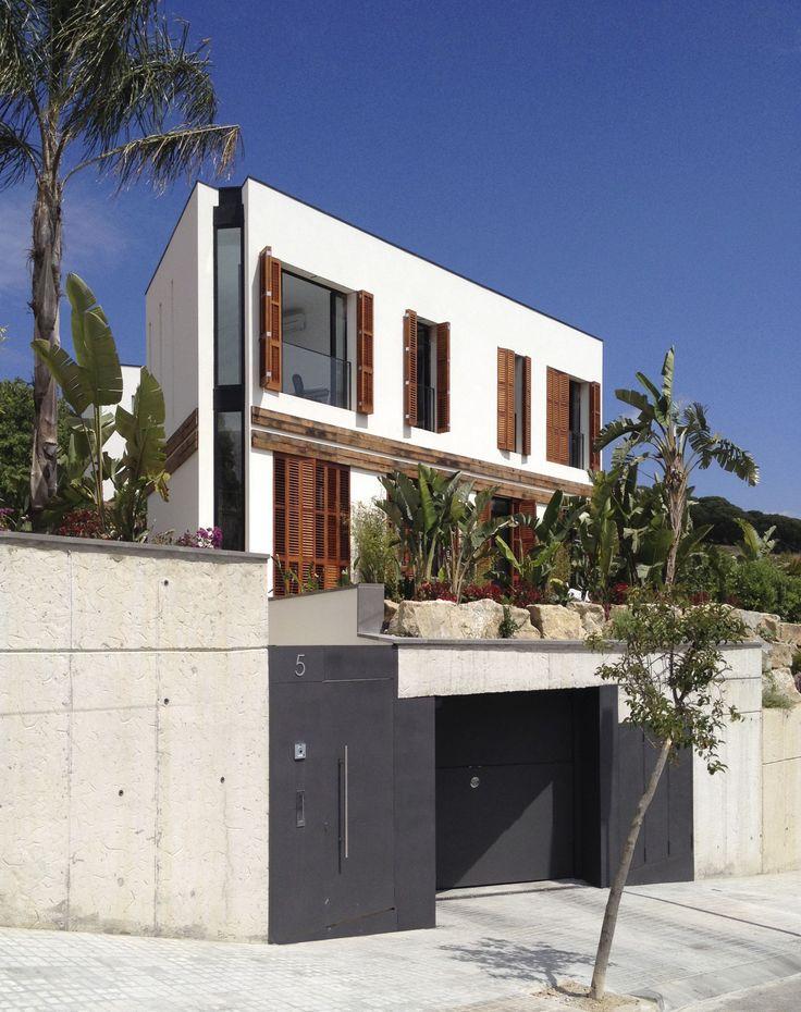 Alzado general de la vivienda vista desde la calle - Casa A | 08023 Arquitectos - Barcelona