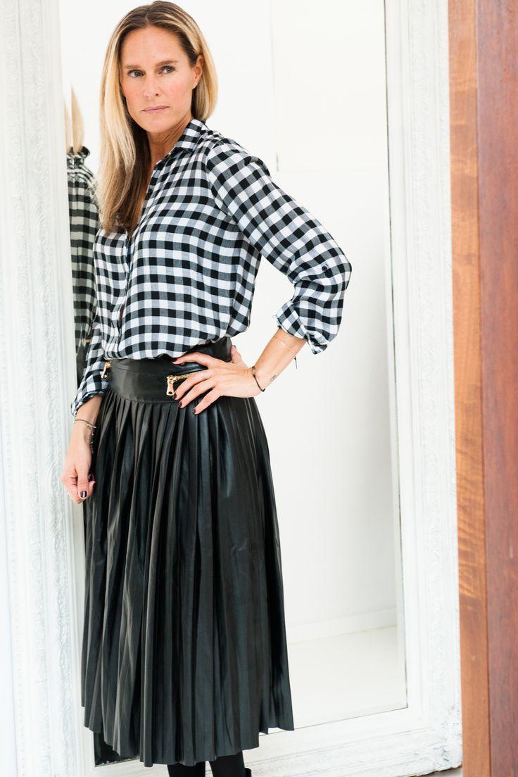 Loving this skirt #leather #leatherskirt #skit #outfit #outfitinspiration #styleinspiration #fashioninspiration #style #fashion