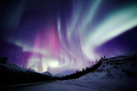 幾重もの帯、アラスカのオーロラ