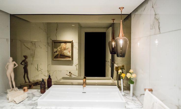 Ocean meets opulence in this gorgeous Clifton revamp! #interiordesign #interiordecor #luxuriousinteriors #beachhouse #luxuriousbeachhouse #marble #opulenthouses #dreamhouses #dreamhome #beautifulspaces #bathroominspiration #marblebathrooms #luxuriousbathrooms