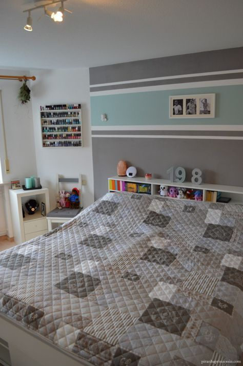 Einrichtung Schlafzimmer Interior Design Schlafzimmer türkis grau Streifen Streifen …  – Inspiration – #design #Einrichtung #grau #Inspiration