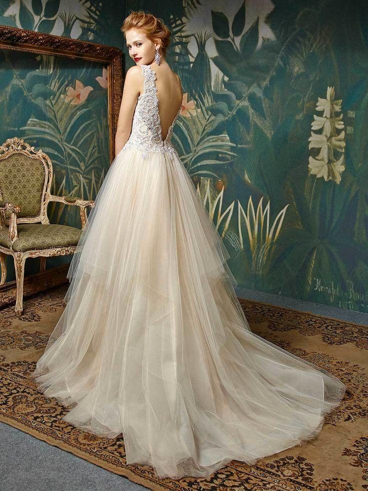 Son Sara Boutique ist Ihr Spezialist für Brautmode und Abendmode in Hamburg Eppendorf. Wir bieten Ihnen bezahlbare Mode in sehr guter Qualität. Bei uns finden Sie Kleider zum Kauf und im Verleih. Wir führen unter anderem die Designermarken Enzoani, Sonia Pena und Trés Chic.