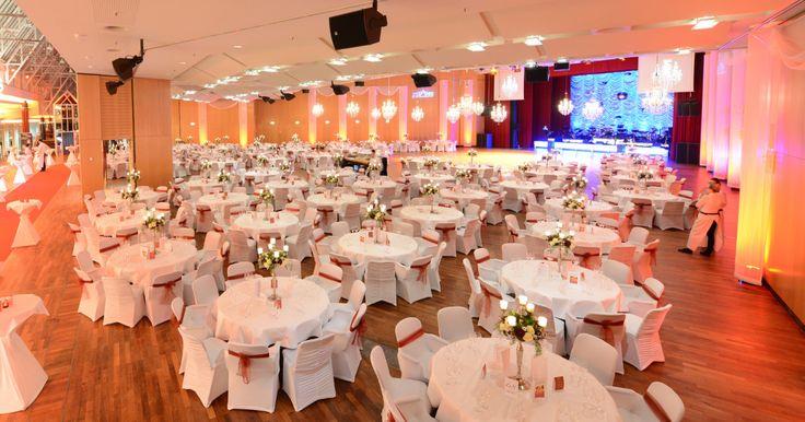 Bei Boss Dekoration übernehmen wir Ihre komplette Hochzeitsdekoration! Wir beraten Sie sehr gerne über unsere Saaldekorationen und Konzepte. Wir dekorieren Ihre Hochzeitsfeier im Großraum Hamburg - Bremen!