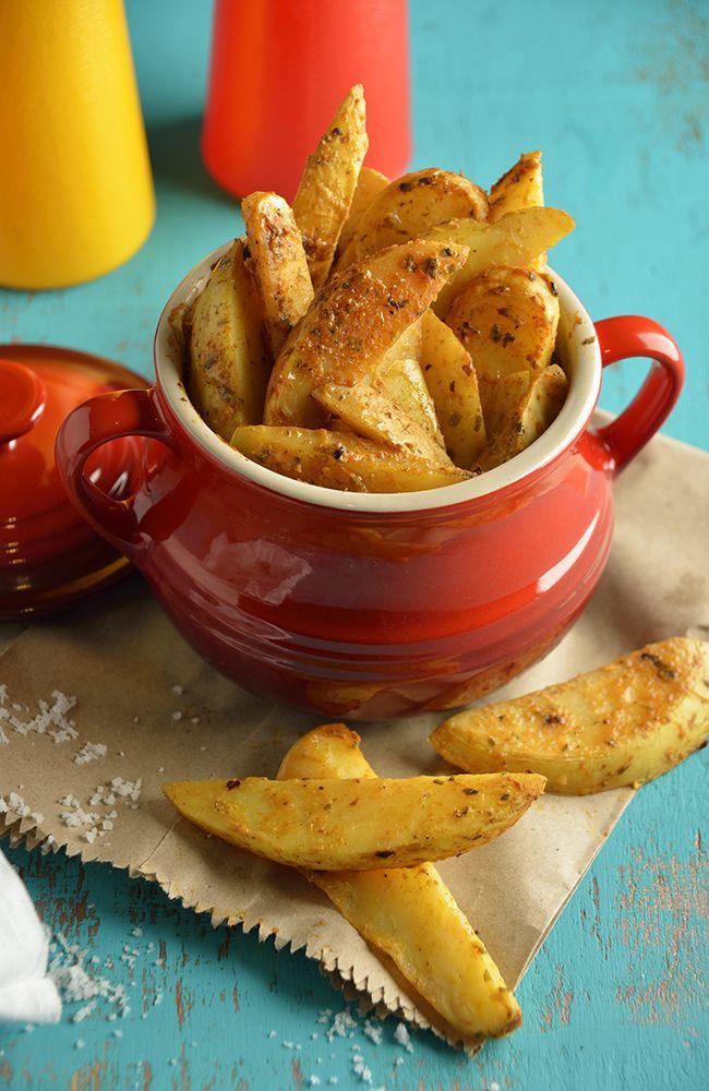 Prueba estas deliciosas papas gajo con un toque de mostaza, limón y orégano. Tus invitados quedaran sorprendidos con esta receta, solo te toma 5 minutos de preparación.