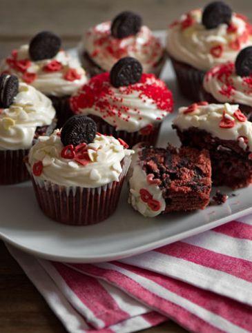 Oreo βελούδινα κόκκινα καπ κέικ   Γλυκά, Γλυκά με Oreo   Athena's Recipes