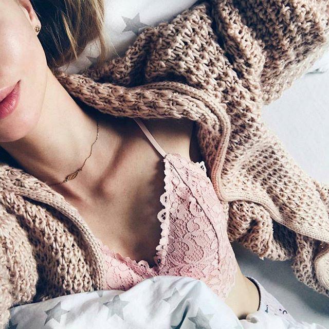 Leniwa niedziela w łóżku? ❤ Kto tak dziś spędza dzień? 😘 Sweterk dostępny w sklepie! www.mosquito.pl #ootd #outfitoftheday #lookoftheday #mosquitopl #fashion #fashiongram #style #love #beautiful #currentlywearing #lookbook #wiwt #whatiwore #whatiworetoday #ootdshare #outfit #clothes #wiw #mylook #fashionista #todayimwearing #instastyle #instafashion #outfitpost #fashionpost #todaysoutfit #fashiondiaries