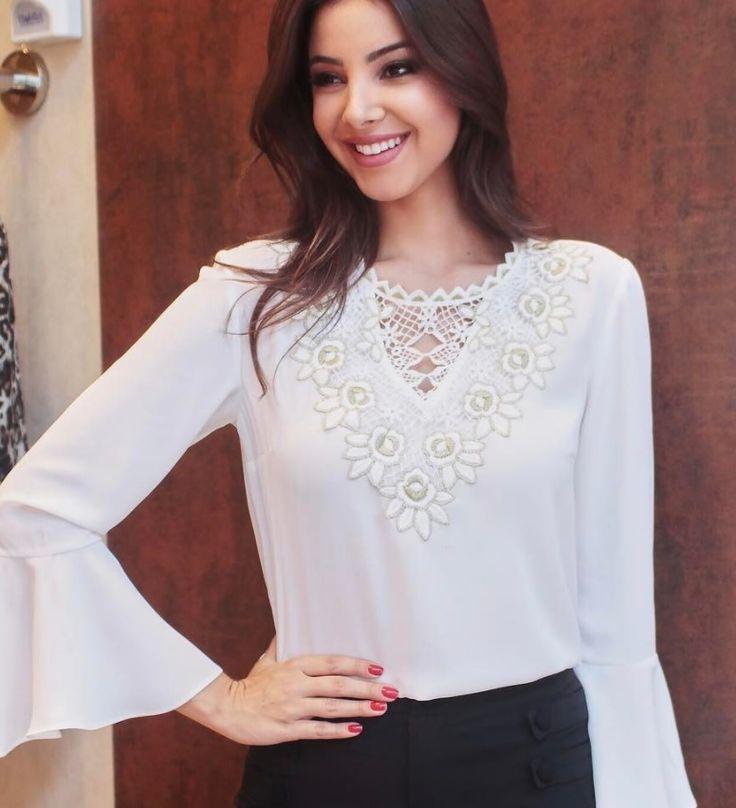 Raiza Marinari veste blusa branca da Lailak.