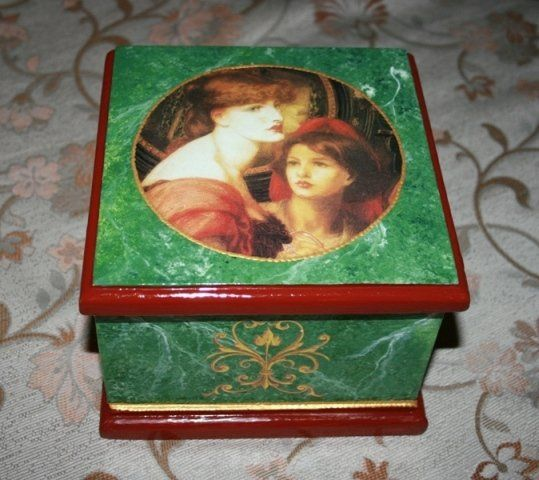 Fake green marble and découpage on wood box