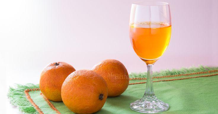 Facile, veloce, perfetto anche come regalo di Natale questo liquore al mandarino o mandarinetto. Io lo adoro!