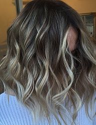 Najnowsze trendy w fryzurach średnich 2016/2017. Jak modnie obciąć półdługie włosy? Najciekawsze fryzury średnie wszystkich typów: półdługie włosy z grzywką, modne upięcia z półdługich włosów, łatwe fryzury na średnich włosach na każdą okazje, trwałe upięcia średnich włosów na ślub. Oryginalne fryzury średnie dla każdej kobiety. - Strona 86