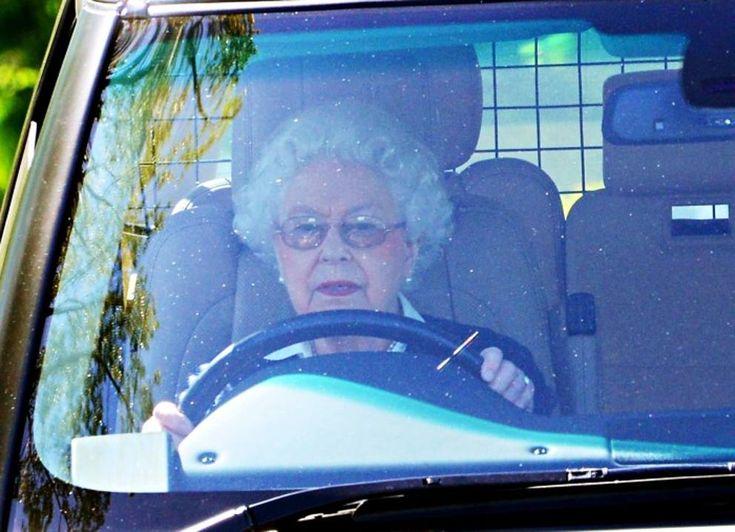 La regina Elisabetta al volante a 89 anni - Corriere.it