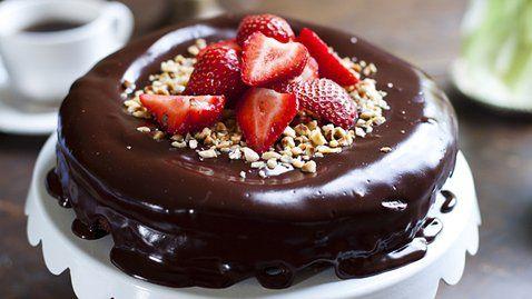 Dark Chocolate Hazelnut Mud Pie with Strawberries http://gustotv.com/recipes/dessert/dark-chocolate-hazelnut-mud-pie-strawberries/