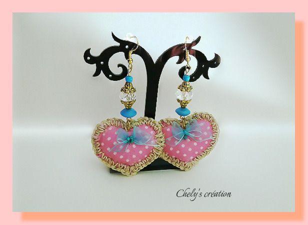 boucles d'oreille romantique en tissu imprimé rose festonné perles de verre et rocaille ruban organza bleu : Boucles d'oreille par chely-s-creation