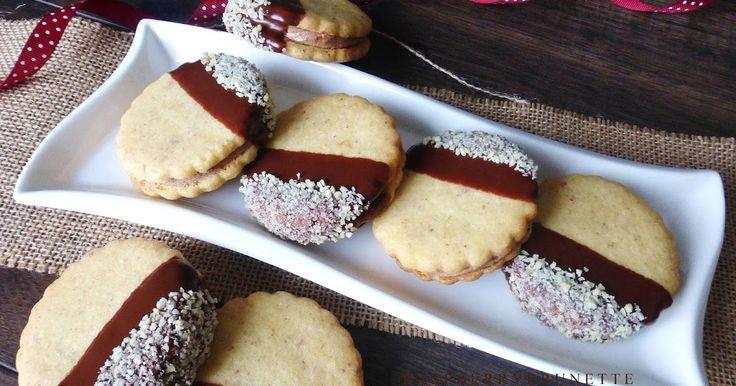 Jemné orechové cesto, ktoré po naplnení plnkou krásne zmäkne a koláčiky sa tak úžasne rozplývajú na jazyku. Orechovo-nugátová kombinácia...