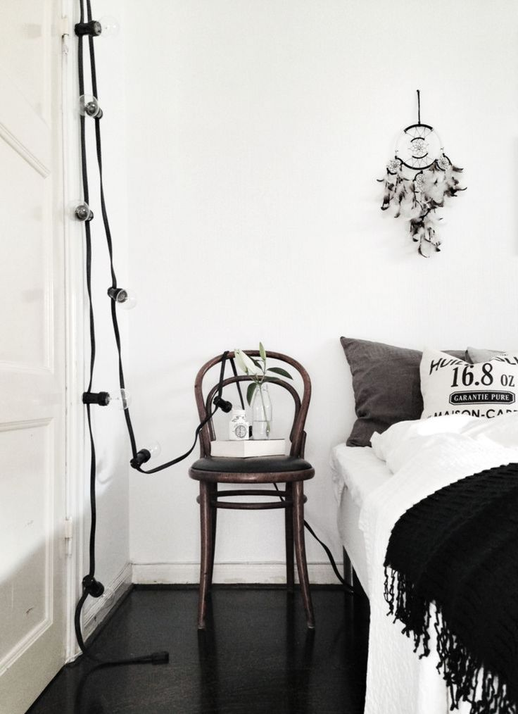 Black and white bedroom, Desire to Inspire. http://www.kenisahome.com/blog