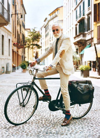 Well-turned-out Milanese gentlemen, like this one on the Via Marco Formentini, are not an uncommon sight.